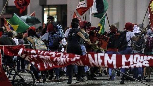 Bolsonaro reforma las jubilaciones en un Brasil futbolizado