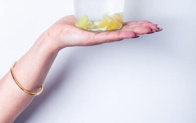 34 وصفة منزلية لتبييض اليدين والقدمين في يوم