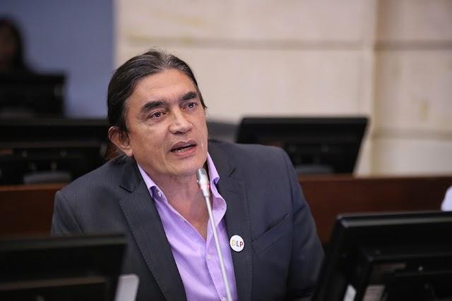 """20 millones recibirán los congresistas. """"Salario de congresistas es 40 veces mayor al mínimo"""" Bolívar"""
