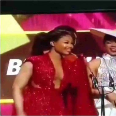"#Headies2019: How the audience responded when Tacha said ""No leave, no Transfer"" (video)"