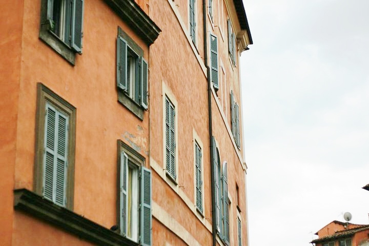 building and architecture in rome italy