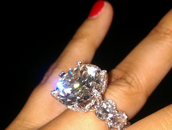 A Fabulous Diamond Ring Does Mean Thing Especially In The World Of Hip Hop June Favorite Month For Weddings Is Quickly Roaching And Lots