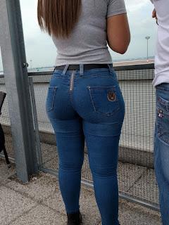 Bella sexy mujer nalgona pantalones apretados
