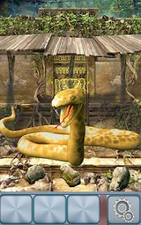 Змеюка открыла свою пасть