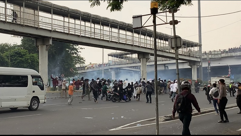 Kericuhan Pecah Usai Vonis Banding HRS, Sejumlah Orang Ditangkap Polisi