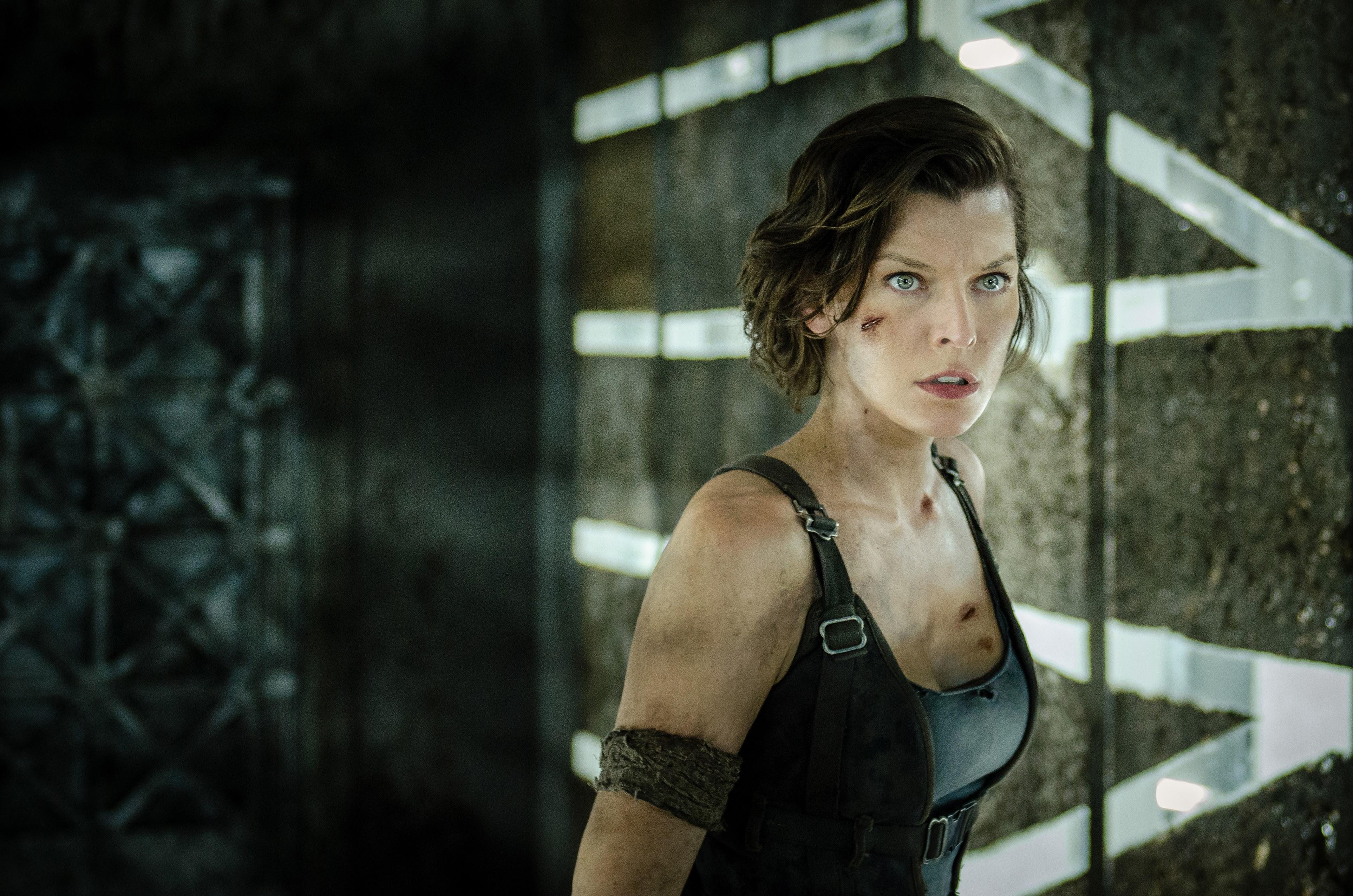 Resident Evil : ミラ・ジョヴォヴィッチ主演の人気作「バイオハザード」シリーズをリブートする新監督が、「アクアマン」のジェームズ・ワン監督じゃなかったことで、ファンがガッカリの人選が伝えられた ! !