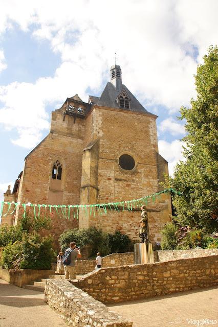 Il centro di Bergerac con la statua di Cyrano
