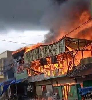 Kebakaran di Pasar Siborongborong, 5 Rumah Warga dan 10 Unit Kios Ludes