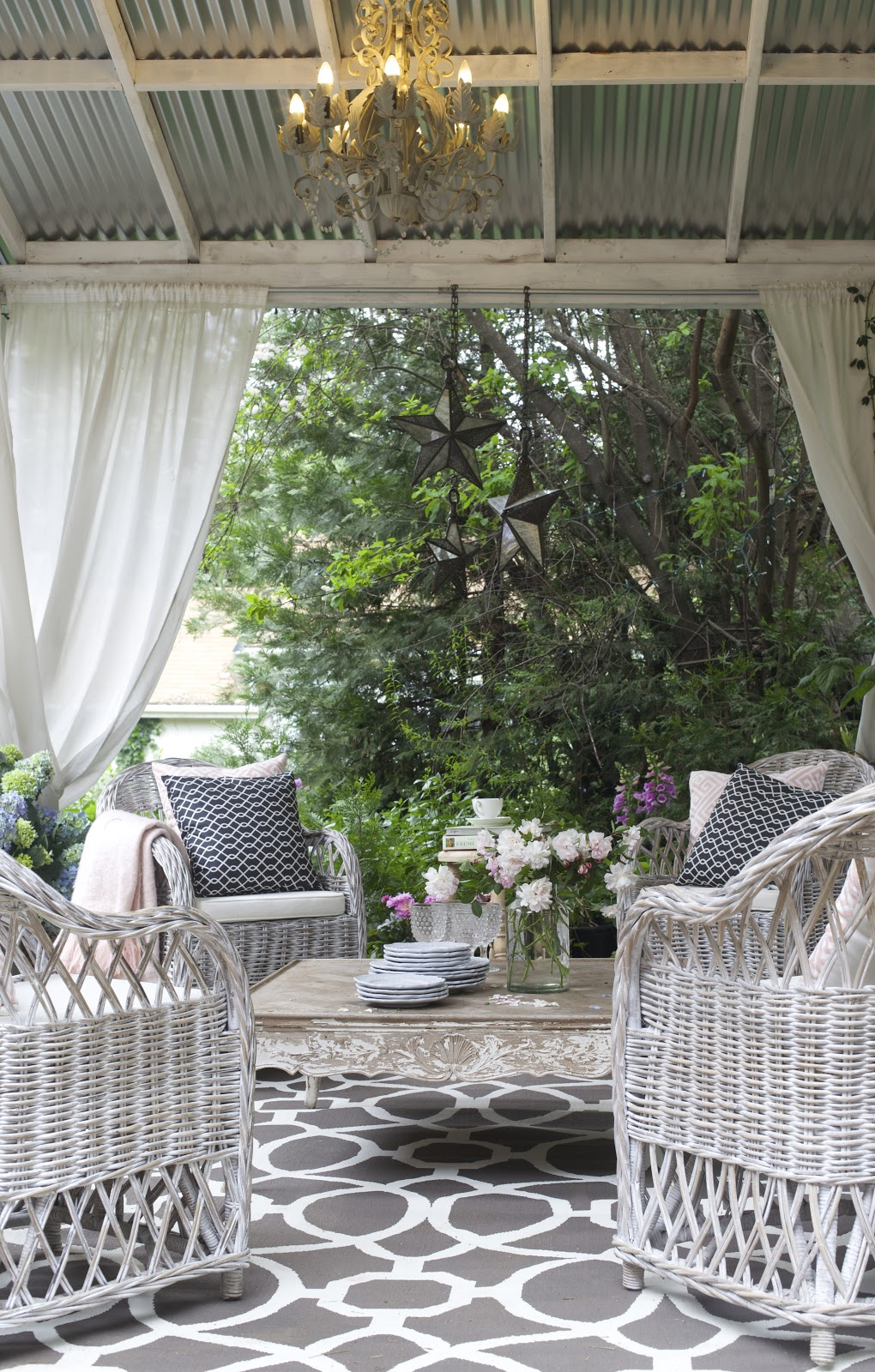 Entertaining A Fresh Inviting Look On The Patio French