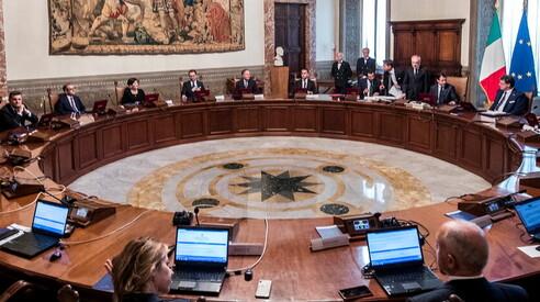 Il Consiglio dei Ministri comunica le misure urgenti relative al CoVid-19 e contestualmente dirama le nomine e i movimenti dei Prefetti