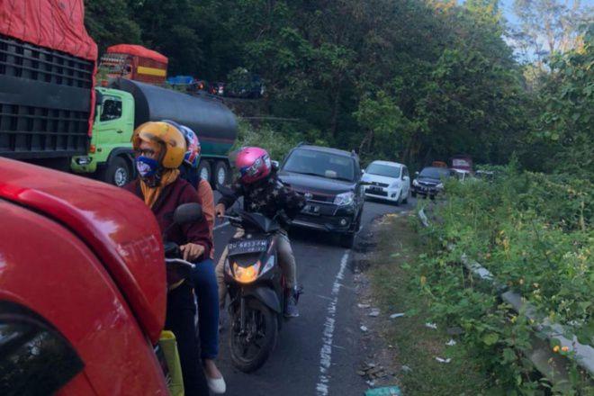Jalan Poros Bone-Makassar Macet 21 Jam, Penumpang Nginap di Mobil