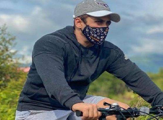 salman-khan-photo-new-photo-of-salman-khan-wearing-a-mask-while-cycling
