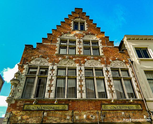 Fachada medieval em Bruges, Bélgica