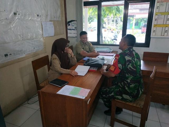 Kodim Sragen - Babinsa Karangtengah Himbau Warganya Waspadai Covid-19