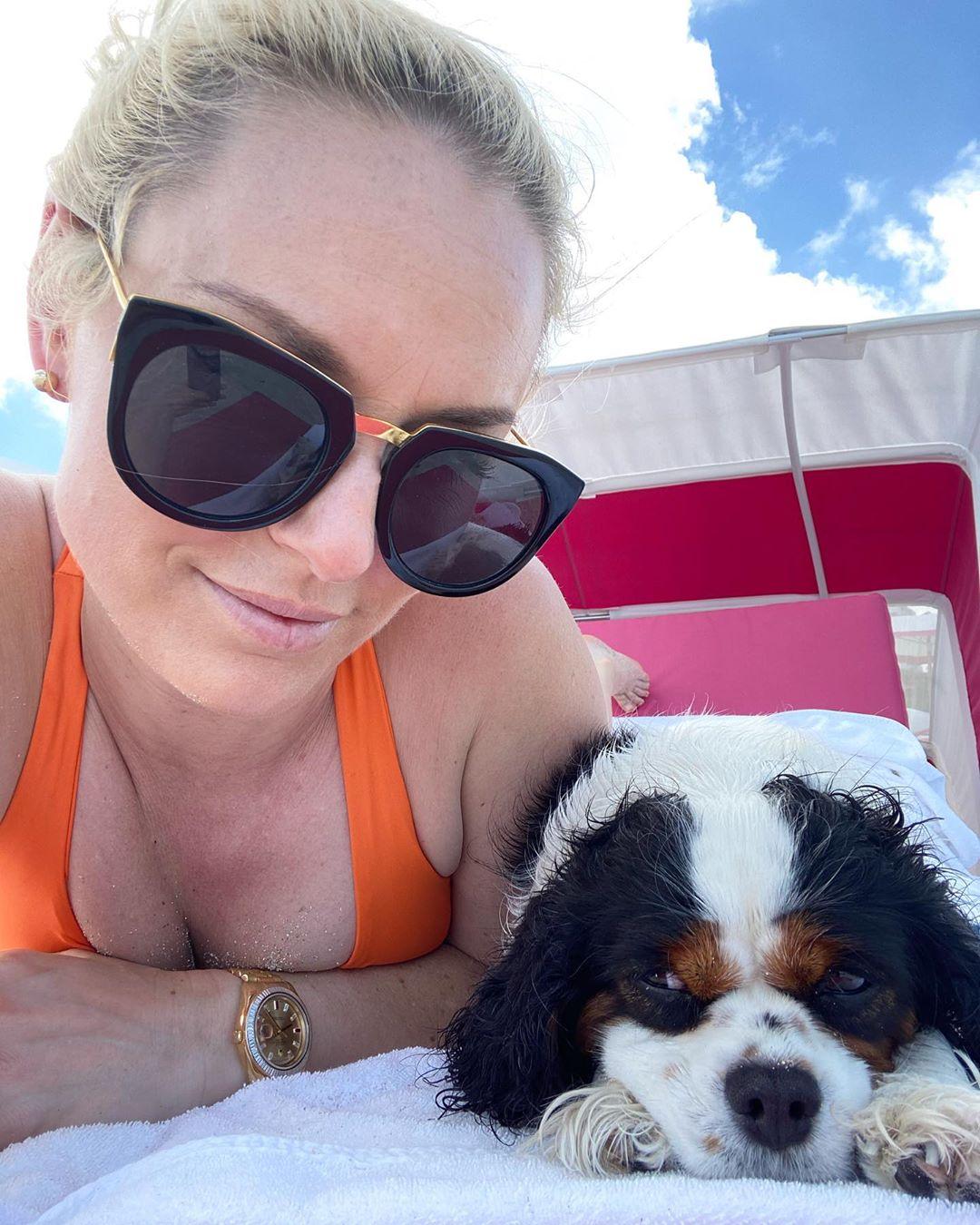 Lindsey Vonn Looks Hot in Bikini 2