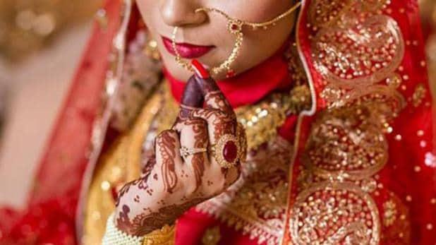 दूल्हे से शादी से इंकार कर दुल्हन ने कर ली दूल्हे के सामने बारात में आये  युवक के साथ शादी ,यहां जाने क्या है पूरा माजरा - Bollywood Remind |  bollywood breaking