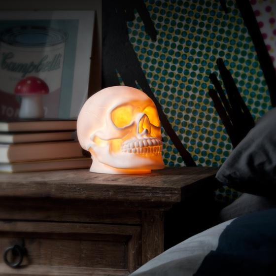 Skull table lamp -- Natlampe som lysende kranium, til den mørkerædde