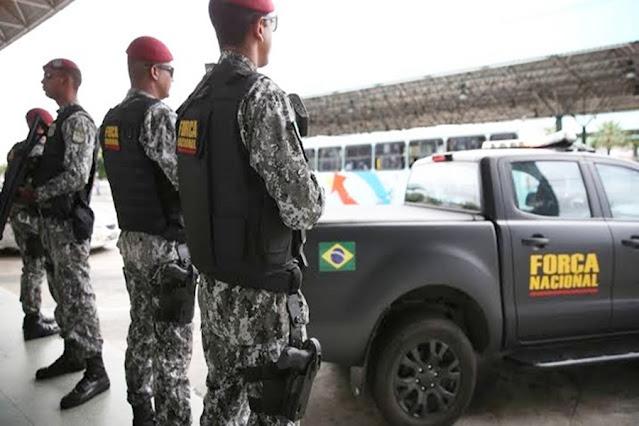 ATUAÇÃO: Força Nacional faz abordagem em bar e flagra cliente armado