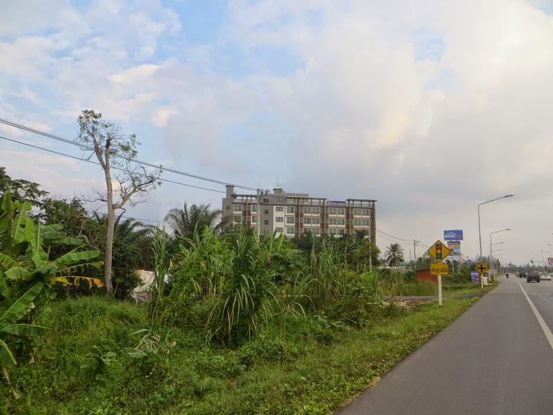 Дорога в Сураттани