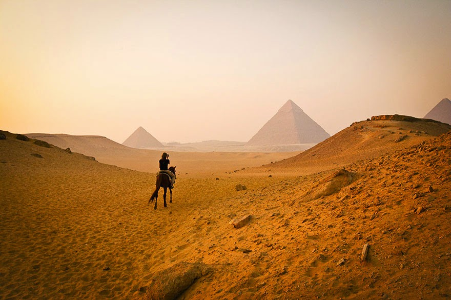 16 Of Your Favorite Landmarks Photographed WITH Their True Surroundings! - Pyramids, Cairo