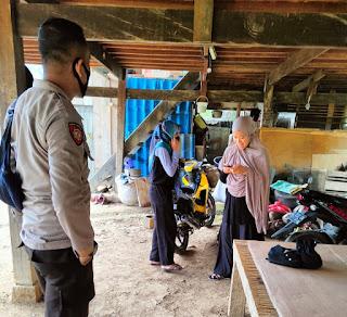 Bhabinkamtibmas Sambang Desa Binaan Dan Sampaikan Pesan Kamtibmas