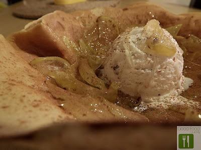 Clătite cu mere caramelizate și înghețată