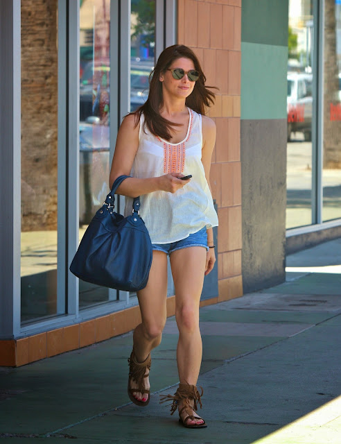 Ashley Greene sexy strong legs