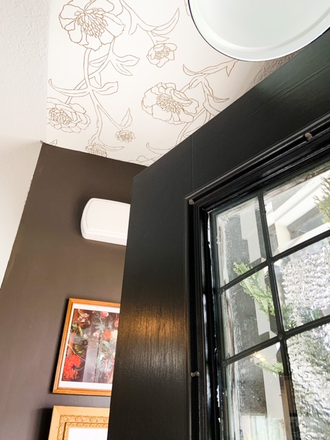 silhouette by benjamin moore with white and gold wallpaper