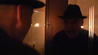 Halloween Truco Fantasma en el espejo. Ver Verónica