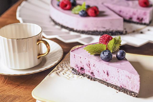 Raikas kesäinen kuningatarmoussekakku vähemmällä sokerilla, myös gluteeniton