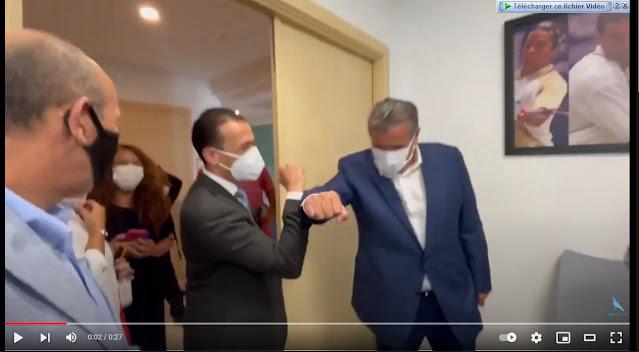 لحظة احتفاء الرئيس عزيز أخنوش بنتيجة الأحرار بتارودانت الشمالية رفقة لحسن السعدي