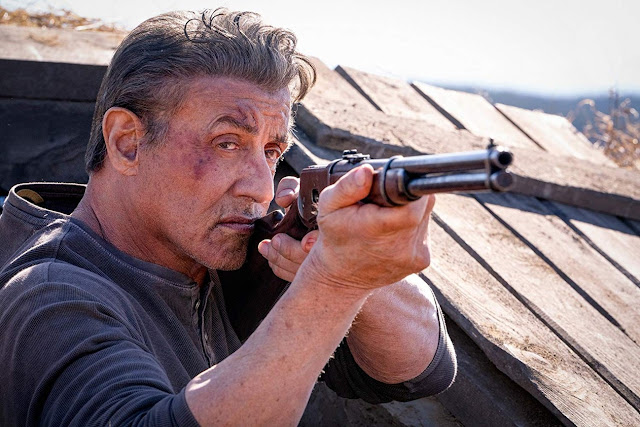 """Novo trailer de """"Rambo V: Até o Fim"""" traz a lenda para uma guerra intensa"""