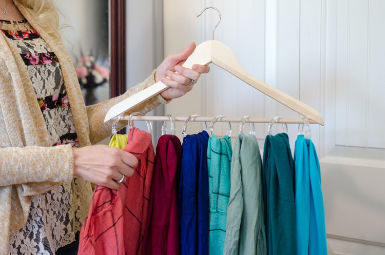 12 ideas tiles con ganchos de ropa que nunca te for Ganchos metalicos para colgar ropa