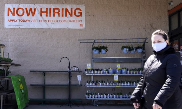 US Jobless Claims up to 744,000 as Coronavirus Still Forces Layoffs