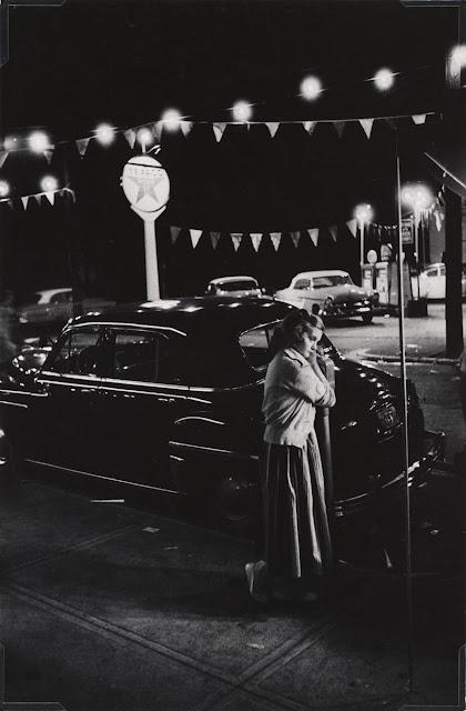 Eugene Smith, Ragazza accanto a un parchimetro, Pittsburgh