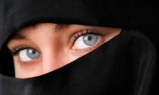 اجمل ابيات شعر عن العيون الزرقاء