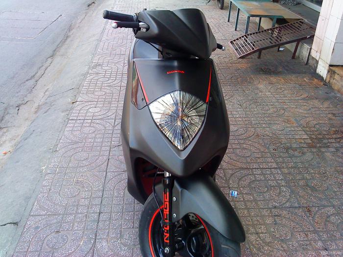Sơn xe Honda Dylan màu đen nhám