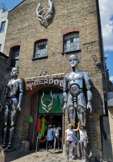 Cyberdog, Candem Town, Londres.