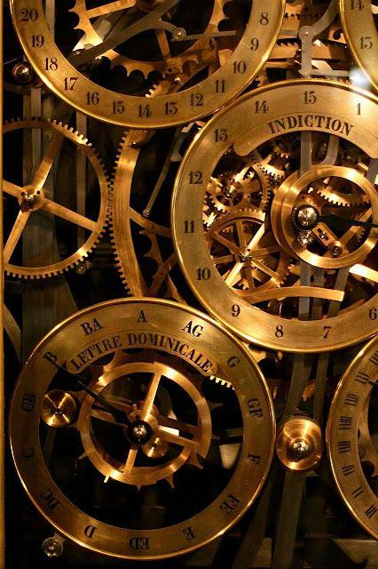 Detalhe das engrenagens do relógio astronômico da catedral de Estrasburgo.