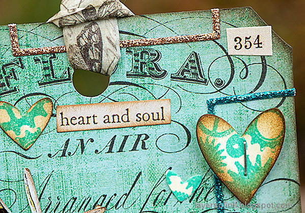 Layers of ink - Butterflies and Gears Tag Tutorial by Anna-Karin Evaldsson.
