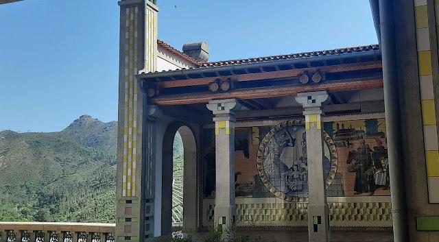 painel de azulejo na Cripta de São Bento da Porta Aberta com vista para os montes do Gerês