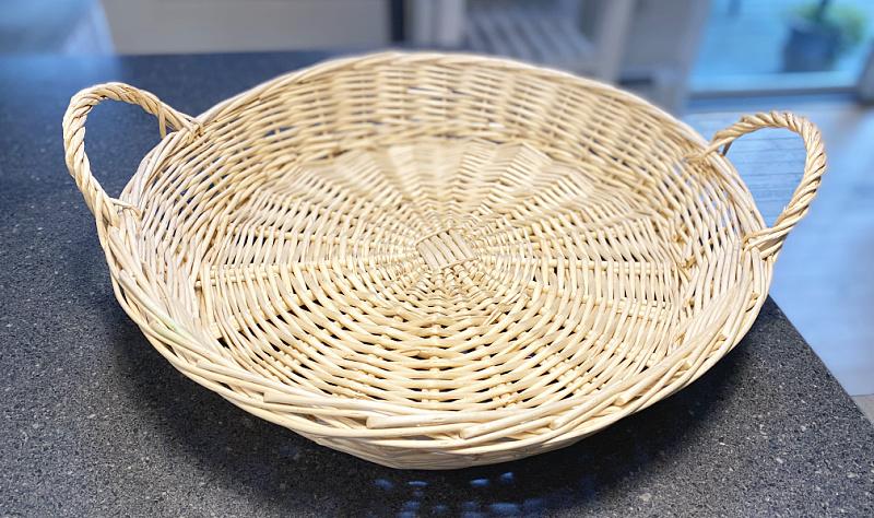 round basket with handles