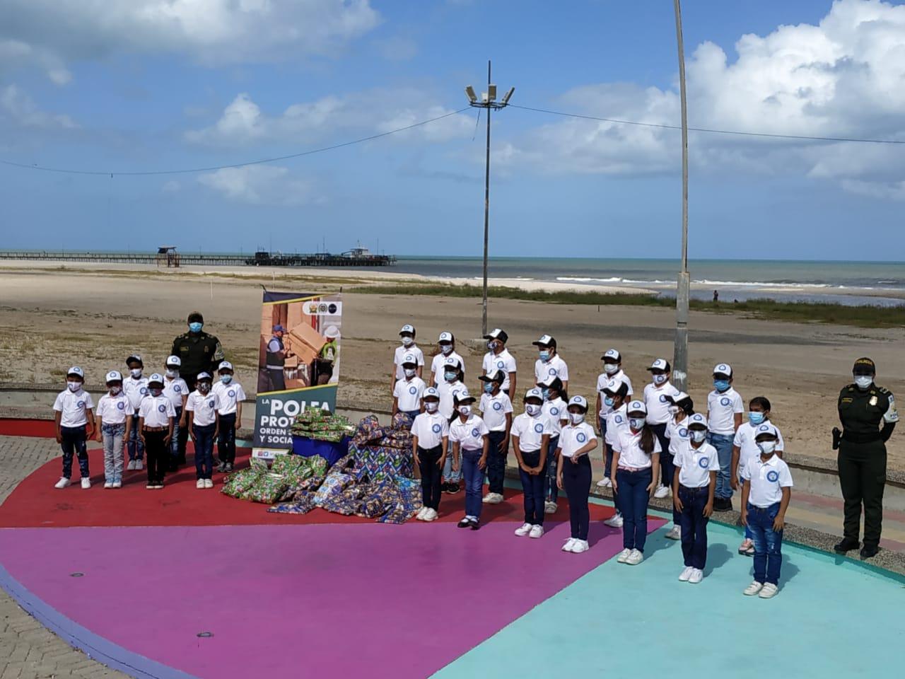 https://www.notasrosas.com/ y Dian entregaron aguinaldos a niños y niñas en Riohacha y Maicao