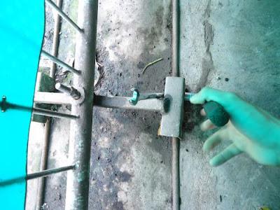 Cara Mudah Mengganti Roda Rell Pagar Besi 2