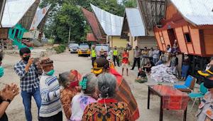 Pelopori Ketahanan Pangan, Kapolres Samosir Diulosi Warga Desa Pardugul