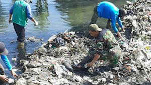 Peltu Ikhwan Satgas Sektor 22 Dansub 09, Raih 800Kg di Sungai Cicadas