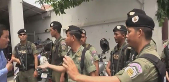 This screenshot from an RFA broadcast shows Cambodian police preparing to raid the Cambodia National Rescue Party headquarters in Phnom Penh, May 16, 2016.RFA
