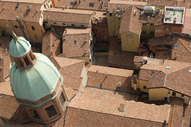 Bologna-tetti-coppi-laterizio-copertura-Bologna rossa