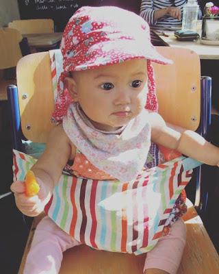 http://www.reia.bg/za-bebeto/za-hranene/stolcheta-za-hranene/chair-harness-predpazna-bebeshka-sedalka-ot-tekstil-tip-kenguru-jazz-stripe-grobag.html