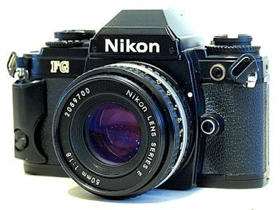 Nikon FG, view front